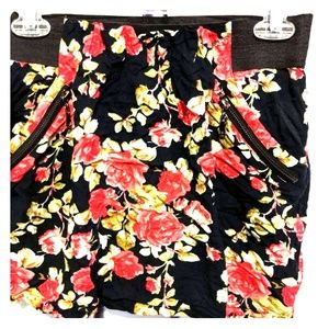 Floral slip on mini with pockets!!!